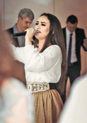 Formatii nunta Bucuresti si Ilfov Ioana Balan solista muzica populara si muzica de petrecere